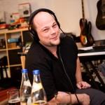 Ben im Studio beim Podcast